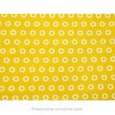 Coupon de tissu jaune soleil pétales blancs