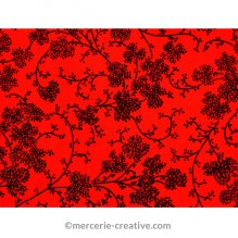 Coupon de tissu rouge fleurs noires